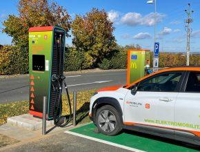 Nová výkonná 150kW nabíjecí stanice u McDonalds na 66. kilometru dálnice D1. foto: ČEZ